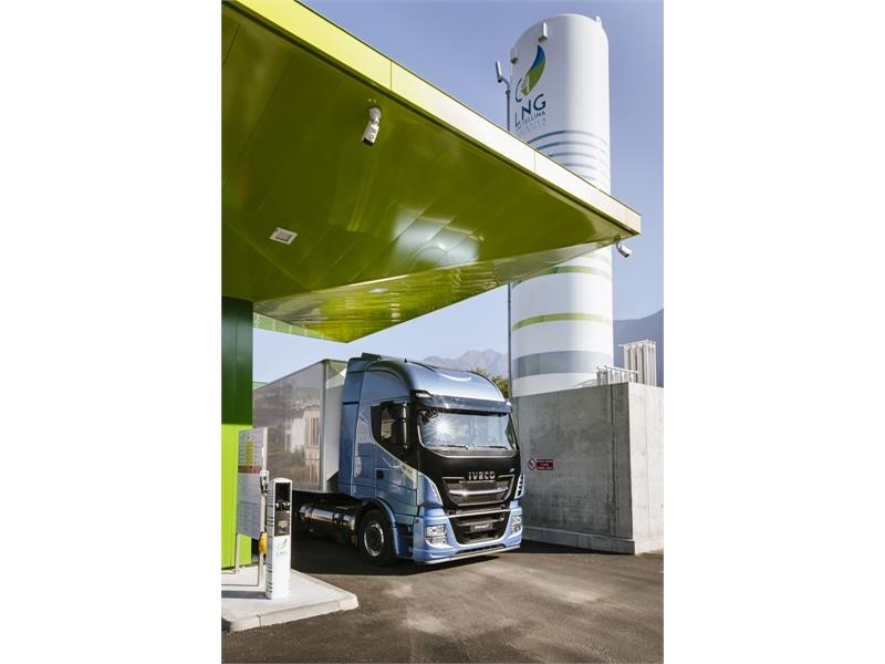New Iveco Stralis NP 460 filling-up